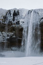 seljalandfoss_im_winter_01